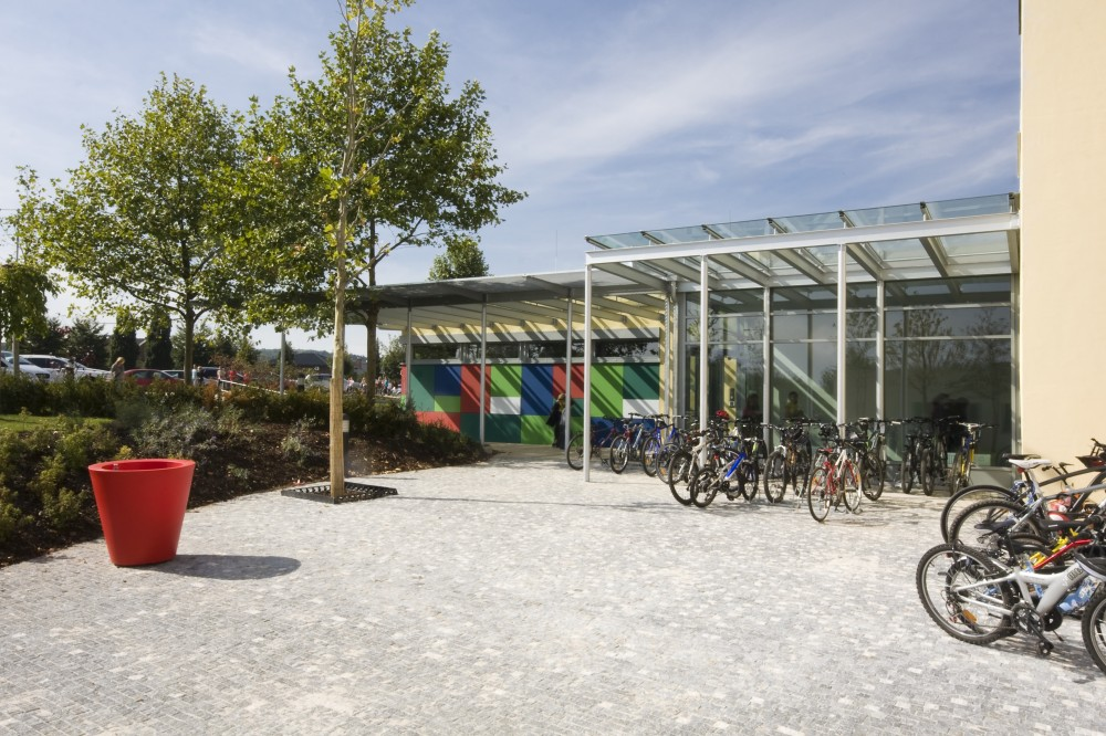 International school of prague praha nebu ice arch design for Prague design
